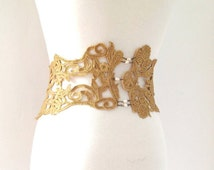 Lace oversized belt, antique lace, rhinestone brooch, gold plated chains