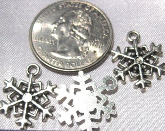 Snowflake Tibetan Silver Jewelry Charm 5 pieces