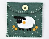 Felt coin purse,handmade felt Sheep purse,sheep gift bag,green felt purse with sheep applique and embroidery,small sheep purse,