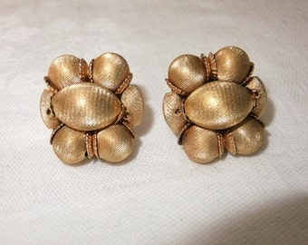 Vintage Earrings Clip On Brushed Gold Bead Gold Tone Clips Costume Jewelry Retro