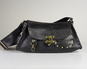 Upcycled innertube purse, recycled black rubber handbag. Waterproof & durable sustainable ethical fashion.