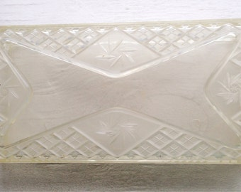 Vintage Clear Lucite Tissue Holder - P