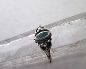 sterling Ring with green center stone - size 7, silver