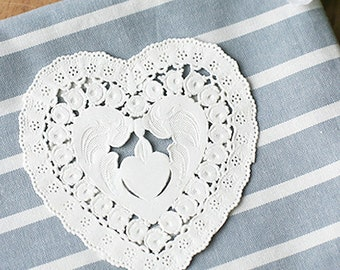 20 Petit Flower Heart Paper Doilies - White (3.4 x 3.6in)