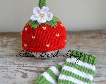 Strawberry Hat and Striped Leg Warmer Set, Newborn Knitted Photo Prop, Knitted Infant Set, Photo Prop, Red Berry Legwarmer, Shortcake