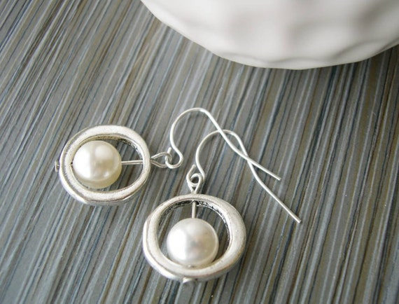 Modern Earrings -  Pearl Jewelry, Bridesmaids Gift, Customizable, Ivory, Grey, Gray, White, Gold, Bridal Jewelry, Wedding, Titanium, Clip On