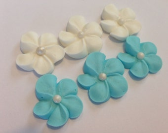LOT of 100 royal icing flowers with sugar pearl
