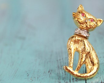 Vintage Gold Tone Cat Pendant Pin