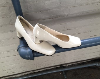 70s Vintage Cream Patent Square Toe Chunky Heel Pump