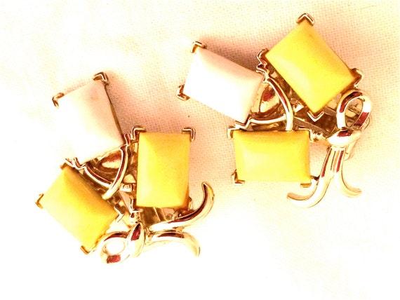 Marcel Boucher MARBOUX marked hallmarked signed Yellow White Golden Art Deco Clip Earrings French Designer Vintage Jewelry artedellamoda