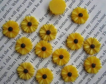 Yellow Daisy Resin Cabochons 13 mm