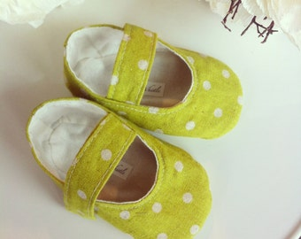 Baby Girl Shoes, Toddler Girl Shoes, Soft Sole Baby Booties, Green Linen Polka Dot Mary Janes