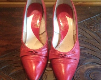 1950s, vintage, red, leather dress pumps, with decorative bow, made in USA women's 7/12