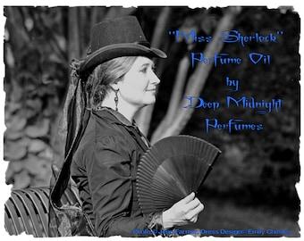 MISS SHERLOCK Perfume Oil - Orris, Lemon Verbena, Geranium, Musk, White Tea, Woods -  Sherlock Holmes