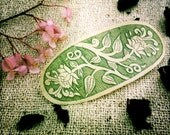 Hair clip made of Bamboo green with Curved flowers