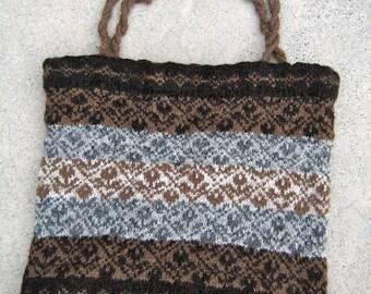 Natural wool shoulder bag, hand-knit, flower design