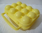 vintage egg holder, vintage egg carrier, egg storage, plastic yellow, egg carrier, vintage housewares, dozen egg storage, unique housewares