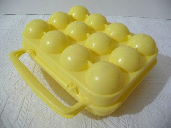 vintage egg holder, vintage egg carrier, egg storage, plastic yellow, egg carrier, vintage housewares, dozen egg storage, unique housewares