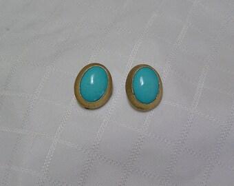 Vintage Les Bernard elegant turquoise oval in gold tone clip earrings