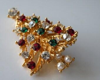 Lisner Christmas Tree brooch, pin. Rhinestones, faux pearls. Layered