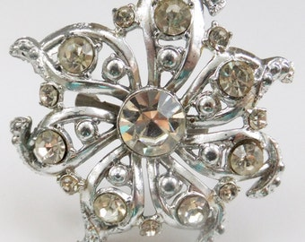Vintage jewelry brooch in silver and rhinestones in wedding winter flower snowflake motif brooch