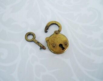 Vintage Brass 30s Jewelry Box Lock and Key, Kawaii Mini Padlock w Key, Vintage Findings Jewelry Supply Gift Ideas  SwirlingOrange11