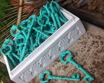 Skeleton Key Bottle Opener Rustic Wedding Decor-Wedding Supplies-Barn Wedding Favors-Summer Party-Distressed Metal-Sea Glass-Wine Opener