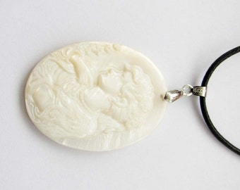 Luster Natural Sea Shell Pendant Carved Cameo Beauty Bust Bead 39mm x 30mm  T2542