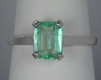 Colombian 1.17 Carat Colombian Emerald Ring Appraised at 800.00