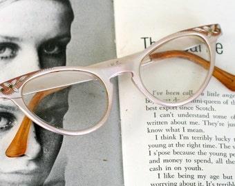 1950s 1960s Vintage CAT EYE Glasses....vintage eyewear. fancy. cat eye. 1960s accessories. classic. twiggy. designer vintage. 1950s. golden