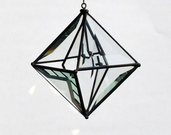 Pyramid Beveled Glass Orb with Diamond Bevel Center Accent