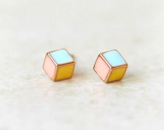 Tri colors cube studs