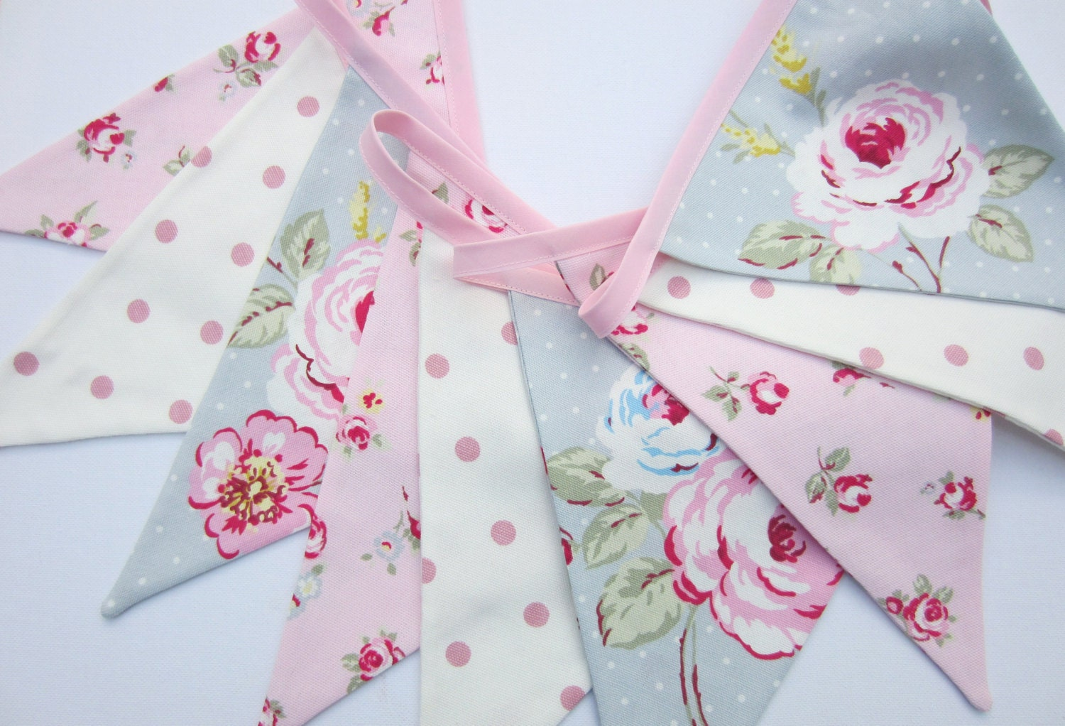 Fabric bunting cottage chic baby bunting wedding banner for Tissu shabby chic