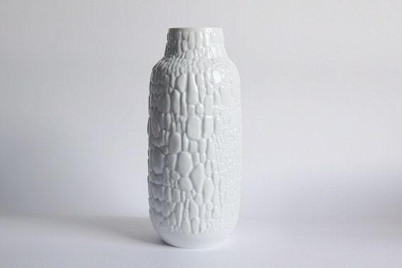 modernistische gro e porzellan vase der cobblestone motiv. Black Bedroom Furniture Sets. Home Design Ideas