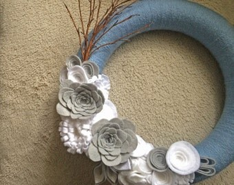 Christmas Wreath. Winter Wreath. Ice Wreath. Yarn & felt wreath. (W25)