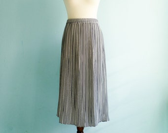 Vintage nautical skirt / navy blue white / vertical stripes / pleated / high waist / midi / long / medium