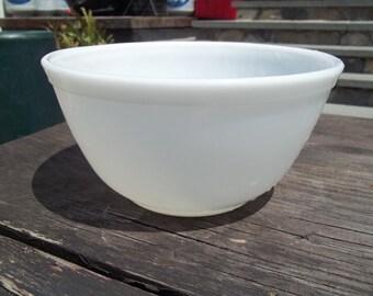 White 403 Vintage Pyrex Nesting Mixing Bowl 2 1/2 Quart