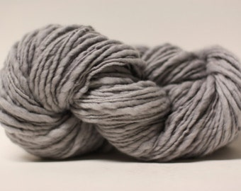 Thick and Thin Wool Yarn Slub TTS(tm) Handdyed  Fine Merino 66tts14012 Dove Grey