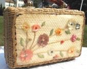 ADoRaBLe Vintage Handbag 50s 60s Basket Weave Lucite Handle Shell Art Flowers Summer Miami Florida Rockabilly