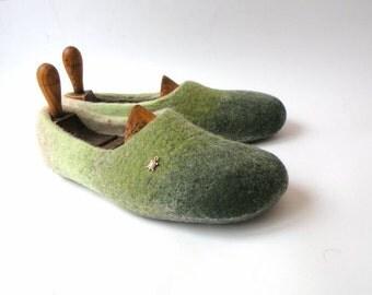 Handfelt wool slippers Green woolen clogs green slipper
