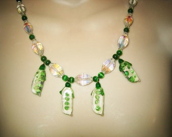 Stunning Vintage Cut AB Crystal & Blown Glass Pea Pod Beaded Necklace