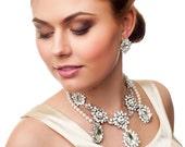 Bridal backdrop necklace. Bridal back necklace. Chunky bridal necklace. Bridal choker necklace. Rhinestone bridal necklace. Pearl necklace.