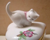 HEREND Hungary Porcelain HEARTSHAPED TRINKET Box With Kitten On Top