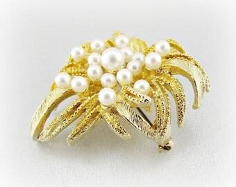 Vintage Gold Leaf Brooch Pin, Designer LISNER Brooch, White Pearl Cluster Brooch, 1980s Retro Modern Costume Jewelry, Wedding Bridal Jewelry