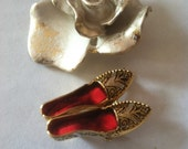 Damascene Shoe Pin Vintage Damascene Brooch Gold Black and Red Shoe Pin Damascene Collectible Jewelry Unique Fall or Christmas Gift