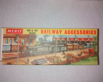 Vintage Merit OO & HO Gauge Railroad , RR Station Accessories , Fencing and Wattles