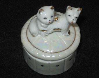 SALE Vintage 1985 F.E.I. Hand Painted Puppy and Kitten Trinket Box//Gold Trim with Hearts//Vanity Accessory