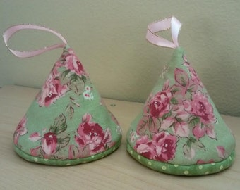 Triangle Potholder Set of 2 / Gift for under 10 dollars