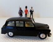 Vintage Early 1960's Corgi Toys Austin London Taxi Diecast Car.  Rarer Smooth Hubs Wheel Version Model No. 418.  1/43 Scale.