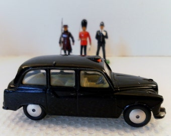 Vintage Early 1960's Corgi Toys Austin London Taxi Diecast Car.  Rarer Smooth Hubs Wheel Version Model No. 418.  1/43 Scale.
